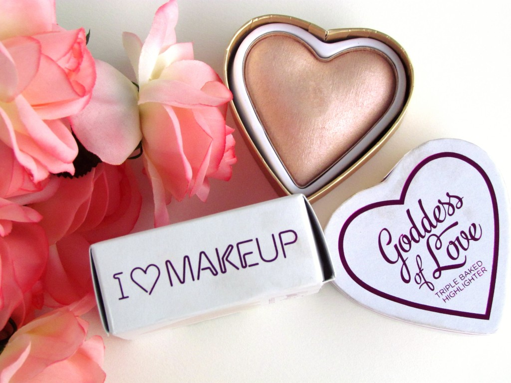 Triple Baked Obsession – by the lovely people in the I ♡ Makeup factory – made in a 3D Heart shape! Highlighter – Pure Light, to capture everyone's Heart