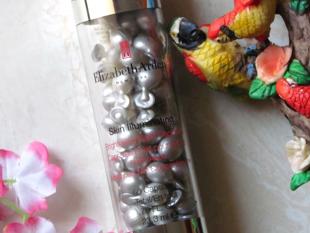 ElizabethArden_Skin_Illuminating_NightCapsules_006