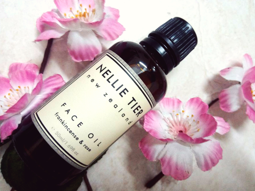 nellie tier frankincense & rose face oil review