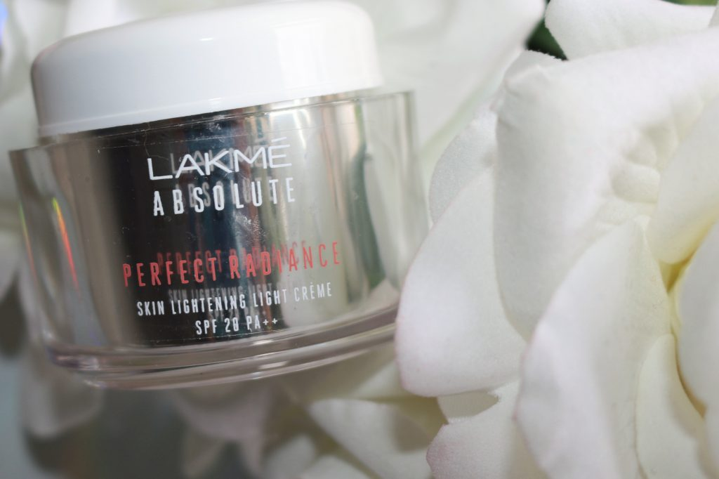 Lakmé Absolute Perfect Radiance Light Crème with SPF 20