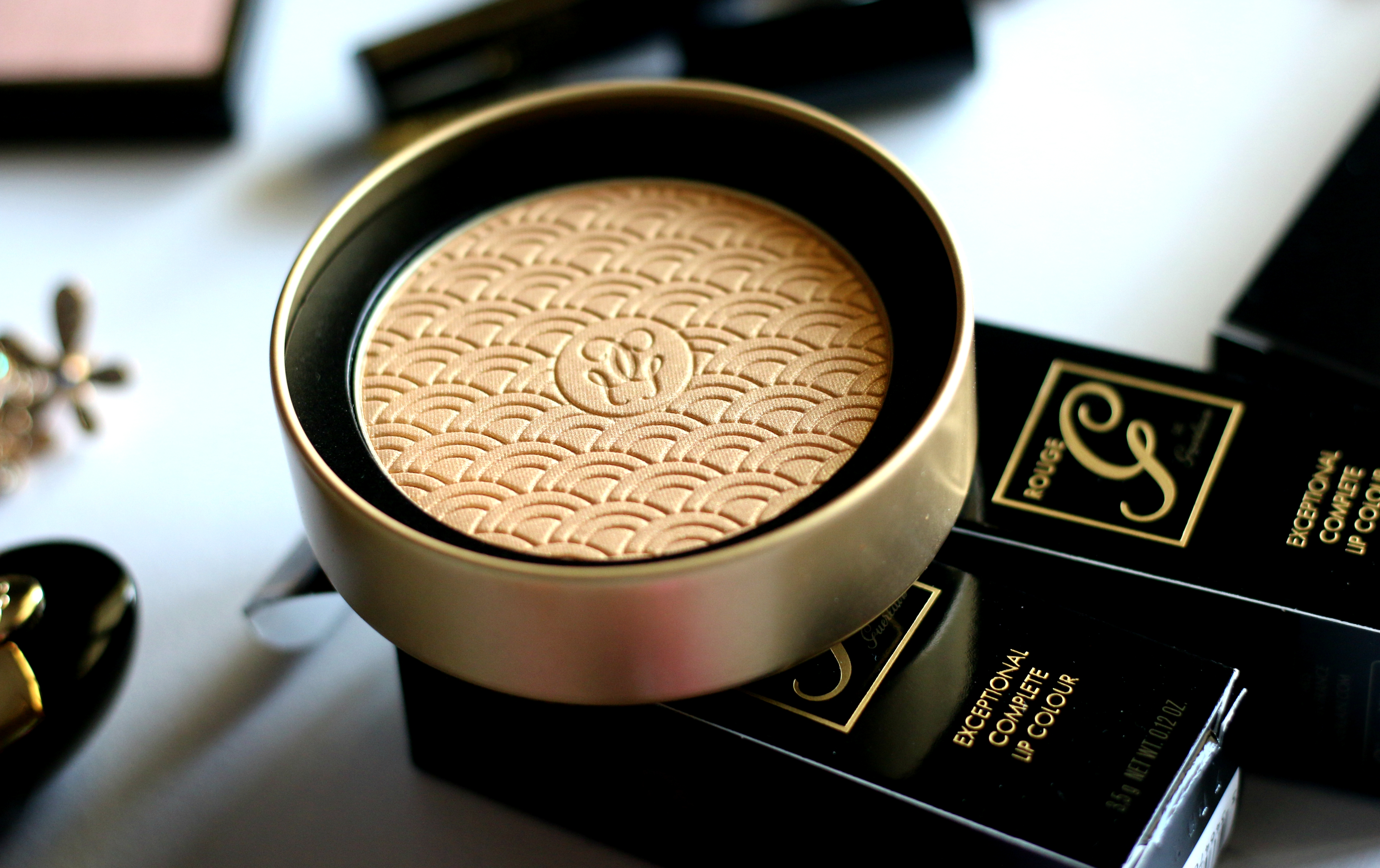 Guerlain Holiday 2017 Terracotta Gold Light Gold Bronzing Powder | Review & Swatches